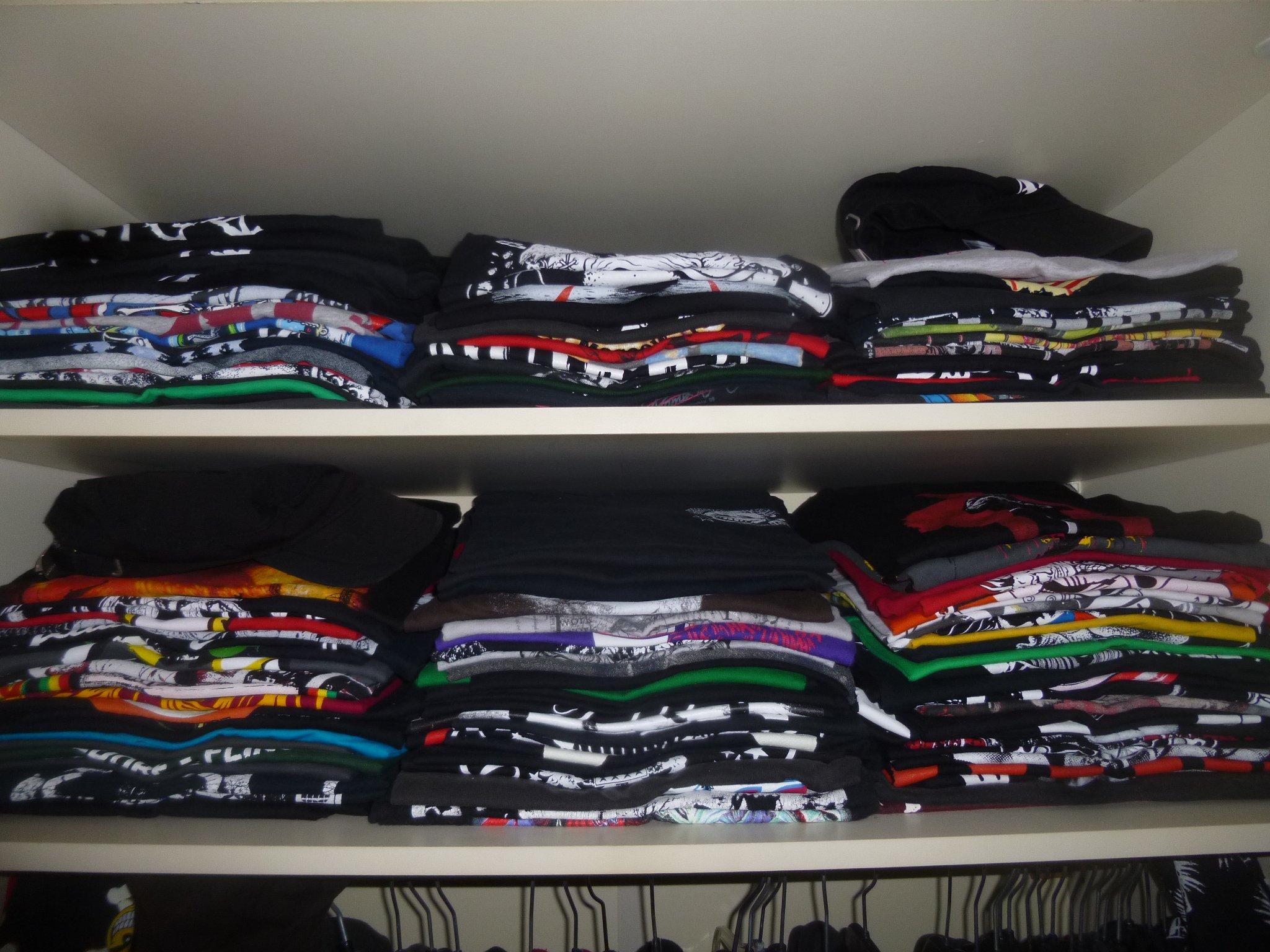 T-Shirts im Kleiderschrank