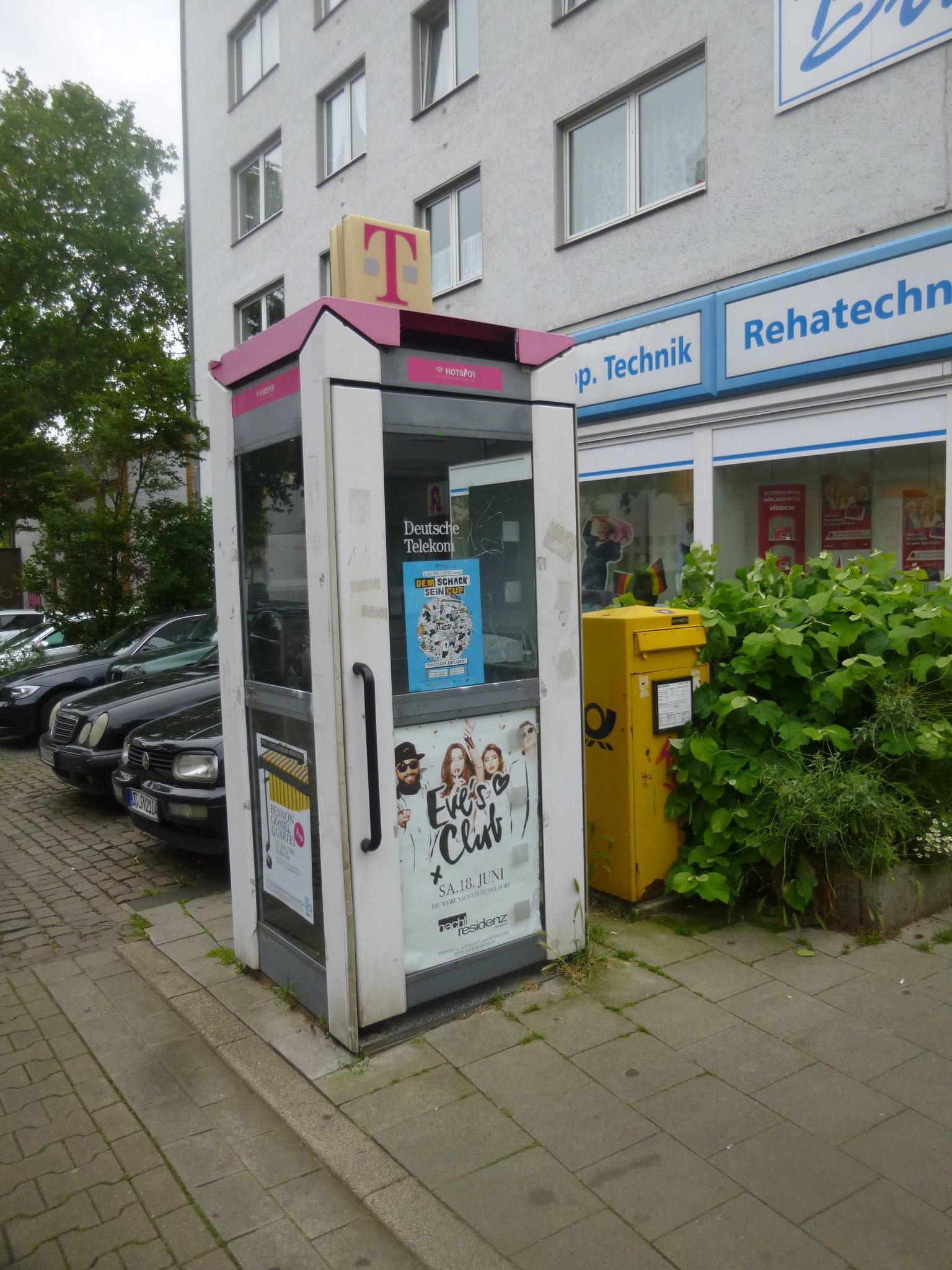 Telefonzelle plus Briefkasten
