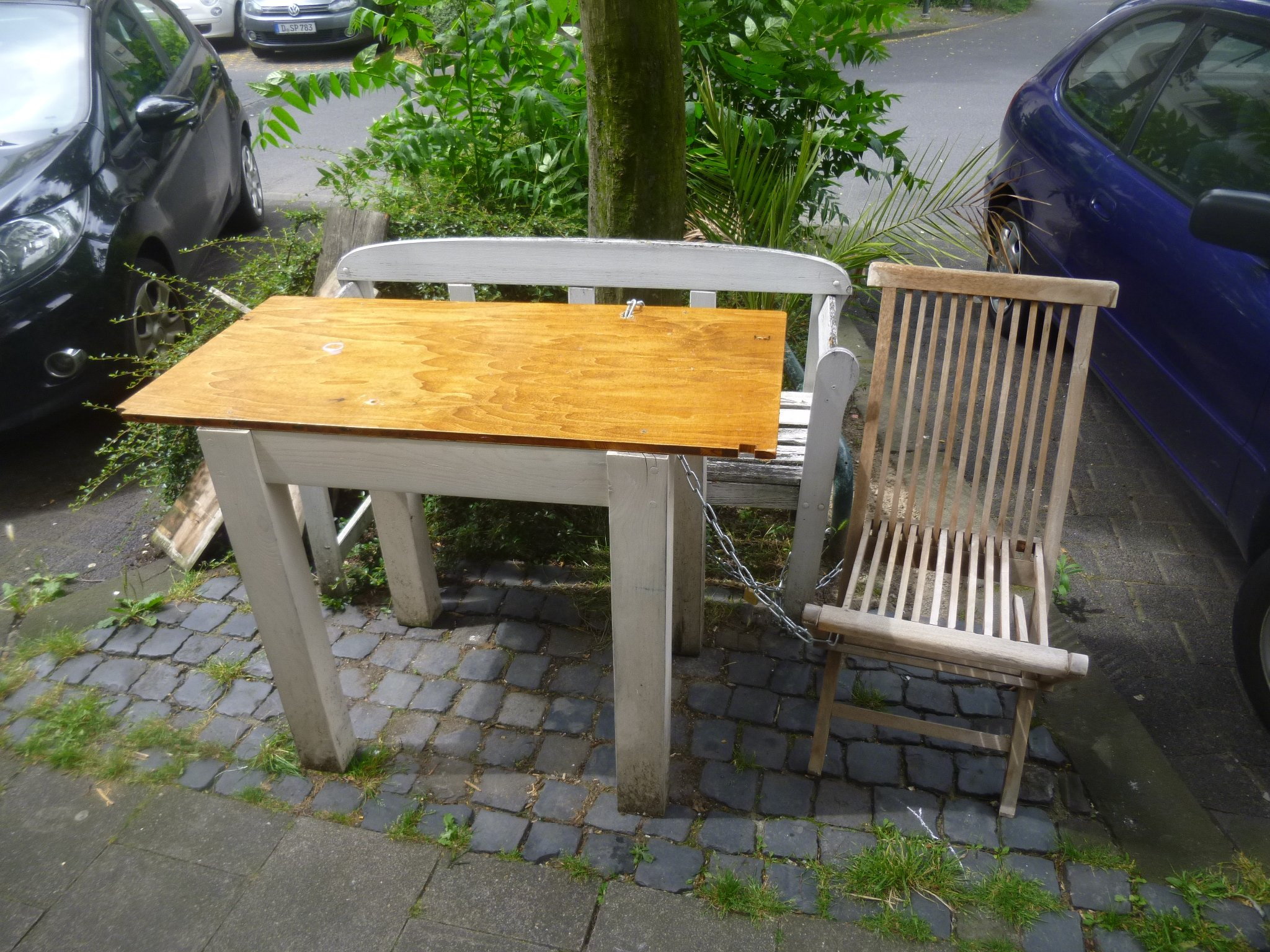 Bank + Tisch + Stuhl