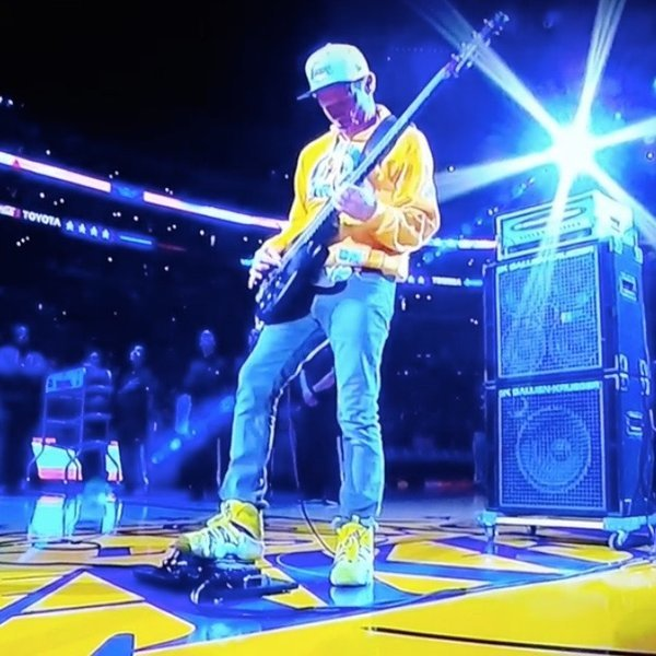 """Watch Flea Perform """"The Star-Spangled Banner"""" At Kobe Bryant's Last Game"""
