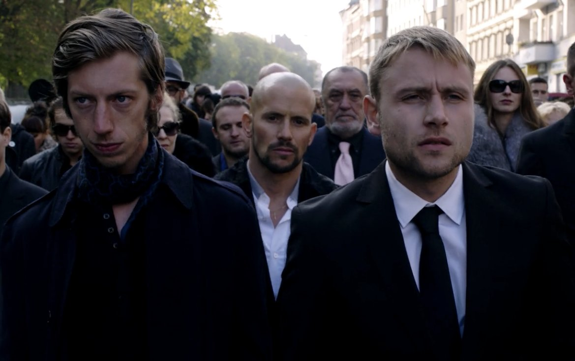 Wolfgang Bogdanow is played by Max Riemelt