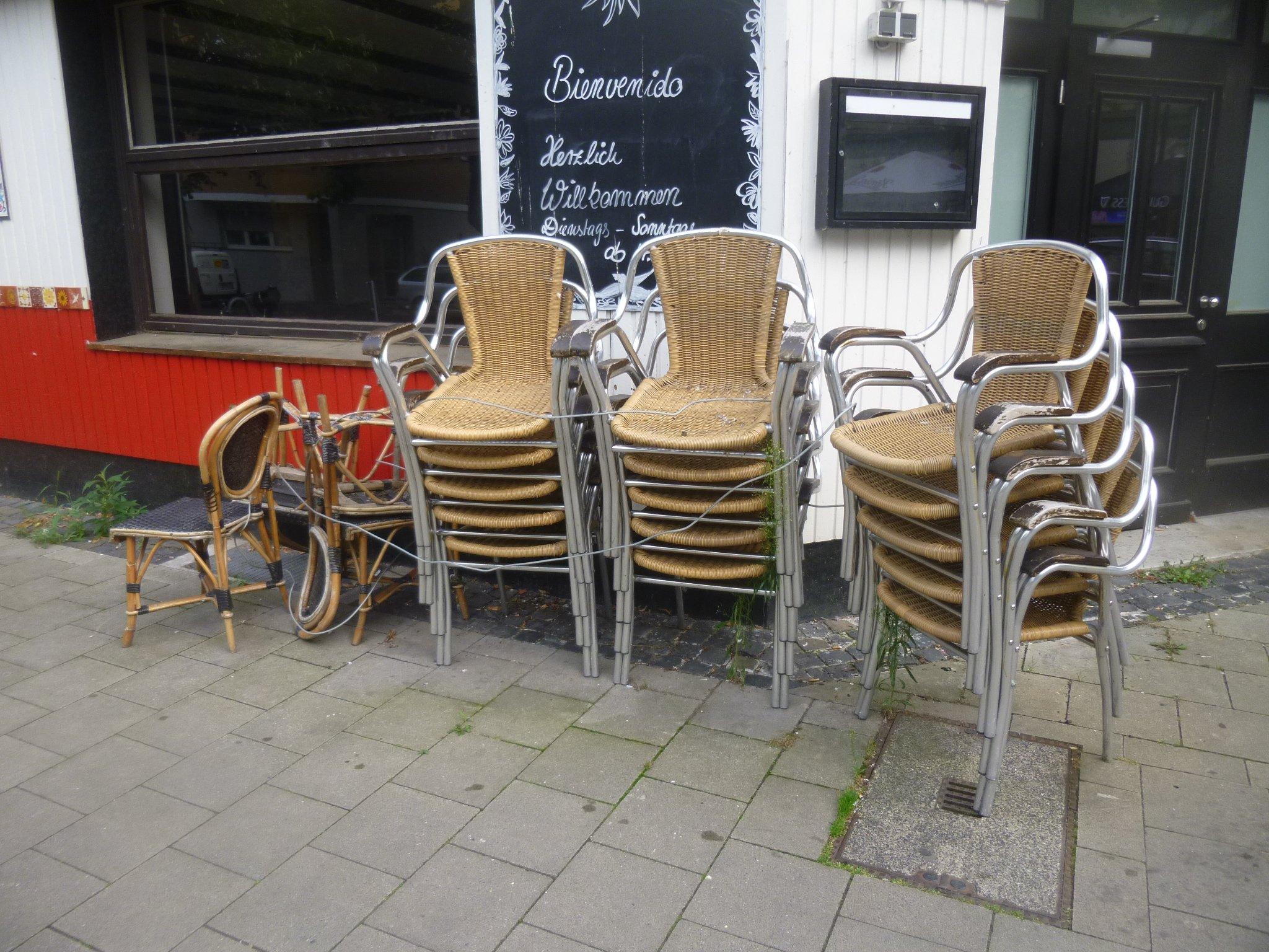 Stühle - gestapelt
