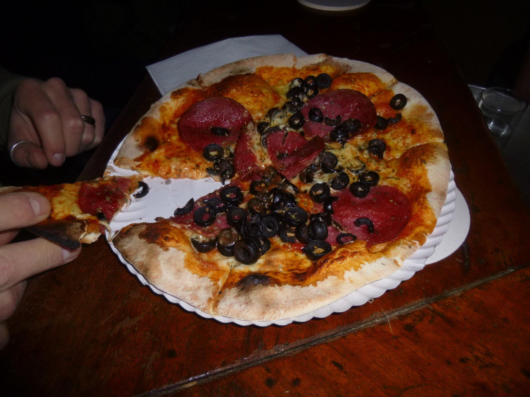 Pizza Schinken Oliven